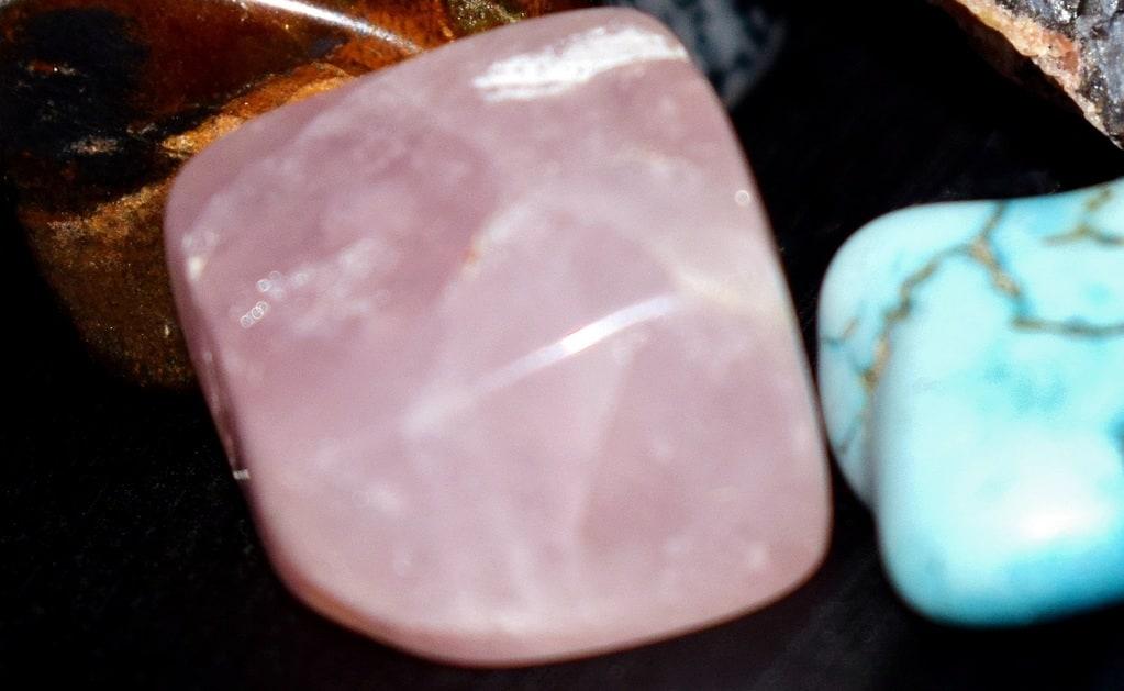 Quelles sont les vertus du quartz rose ?